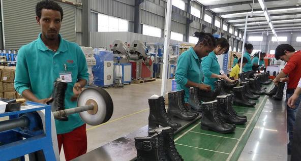 Risultati immagini per immigrati in fabbrica